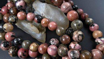Камень родонит – значение для человека
