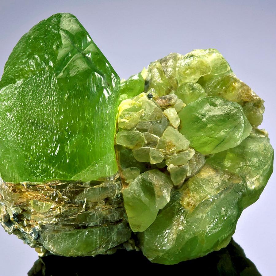 Хризолит: магические свойства камня, значение, кому подходит