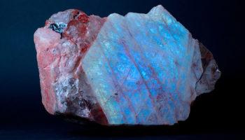 Беломорит – поделочный камень с магическими свойствами